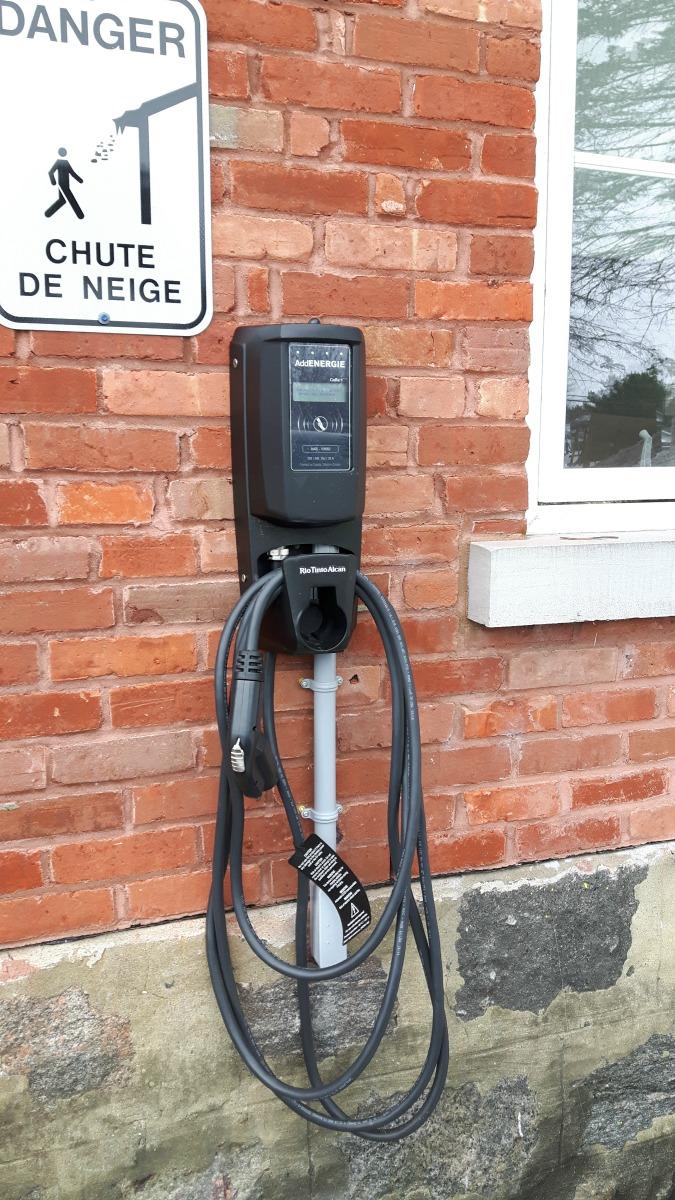 ROULER-VERS-ELECTRIQUE-CONTENU1Borne-électrique-Odanak-crop